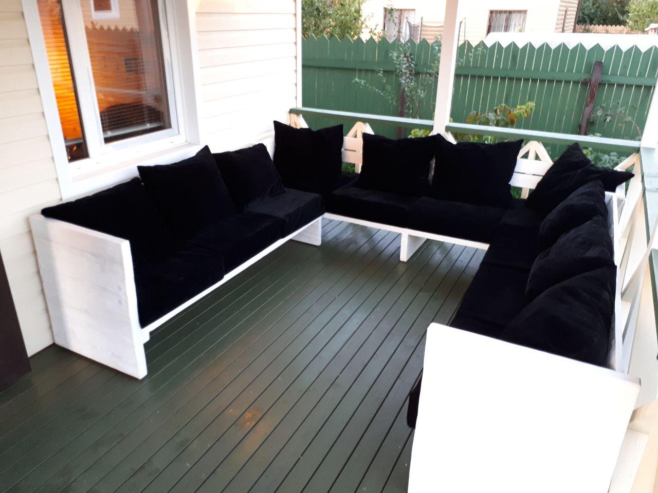 Простенький раздвижной диван на веранду 3в1 с брашировкой.