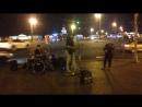Уличное выступление Евгении Черных в составе группы Сны Джо