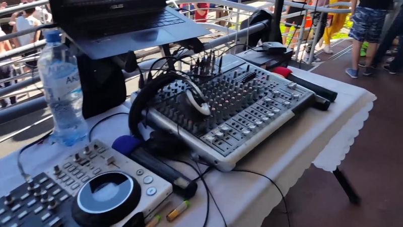 Как выглядит моё оборудование и мой диджейский стол. 9 мая 2018 Видное