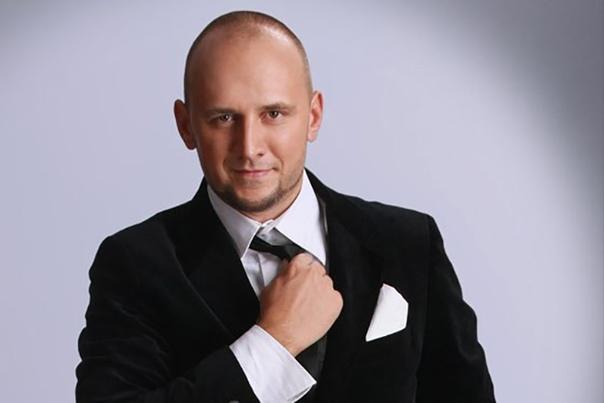 потап потап (настоящее имя артиста - алексей потапенко) появился на свет 8 мая 1981 года в столице украины. музыкант популярен и на украине, и в россии. потап никак не комментирует свою
