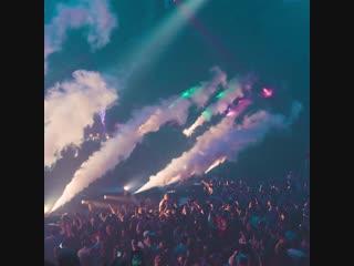 Dimitri Vegas & Like Mike x Armin van Buuren x W&W - Repeat After Me