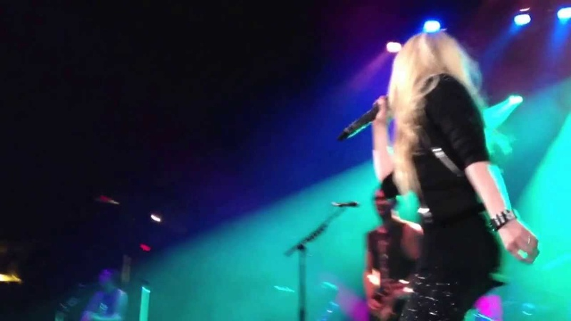 Avril Lavigne - I'm With You (Live @ Y98 Mistletoe Show 08.12.2013)