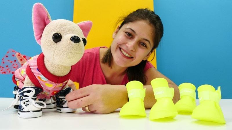 Evcilik oyunları. Ayşe Lolinin yeni kıyafetlerini yıkıyor