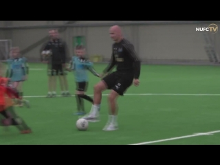 Jonjo Shelvey joined in a session with local children from @NU_Foundations Soccer Schools today - and set up this goal for a you