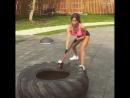 Сексуальная девушка показывает мастер класс. Супер мотивация. Бодибилдинг, качалка, тренировки тренинг накачать спорт мышцы