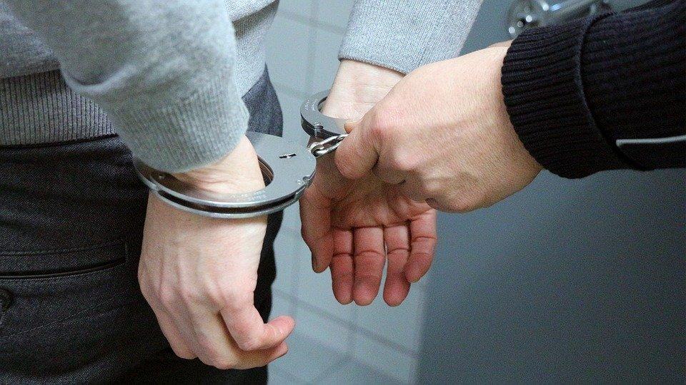 В Таганроге 18-летний вор-рецидивист ограбил продуктовый магазин