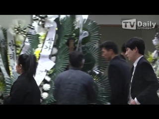 KEY COULDNT STOP CRYING when visited Jonghyuns funeral hall