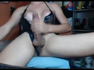 Трансуха с большими сиськами дрочит свой длинный хуй и кончает - (транс мастурбация shemale tranny ladyboy cumshot webcam tgirl)
