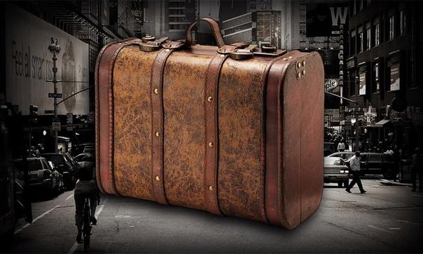 ТРЕВОЖНЫЙ ЧЕМОДАНЧИК Так получилось, что дедушка Изя собрал свой первый чемоданчик со всем необходимым еще в пятидесятые. В чемоданчике лежал кусок хозяйственного мыла, шерстяные носки, теплые