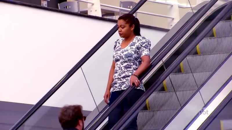 Paquera na Escada Rolante - Love Escalator Prank _ Câmeras Escondidas (11_06_17)