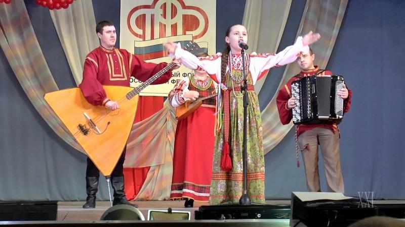 Мария Исайкина и инструментальная группа ансамбля Зоренька