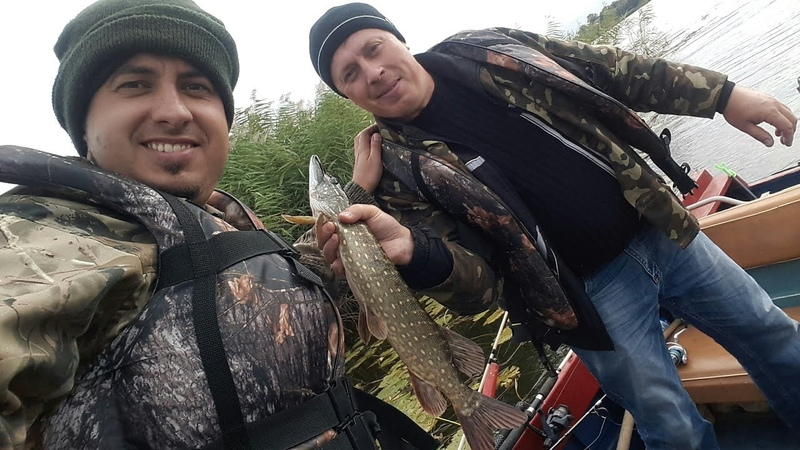 Ловили леща, а поймали щуку.Рыбалка!Блесна и воблер равно 2018