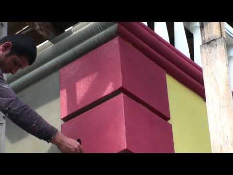 Нанесение кварцевой грунтовки кистью и макловицей на фасад дома, подготовка к декоративке