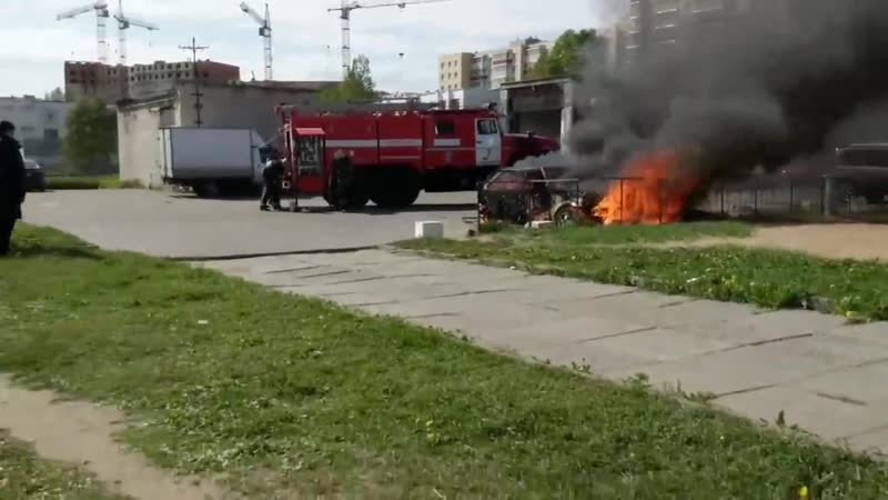 Северодвинск Сгорела машина у ЦУМа