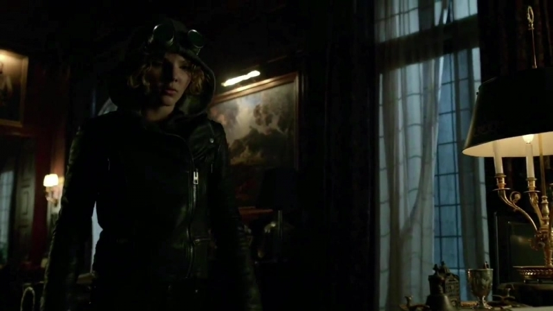 GOTHAM • SEASON 1x6 - Selina's sneaking in Wayne Manor 🐱