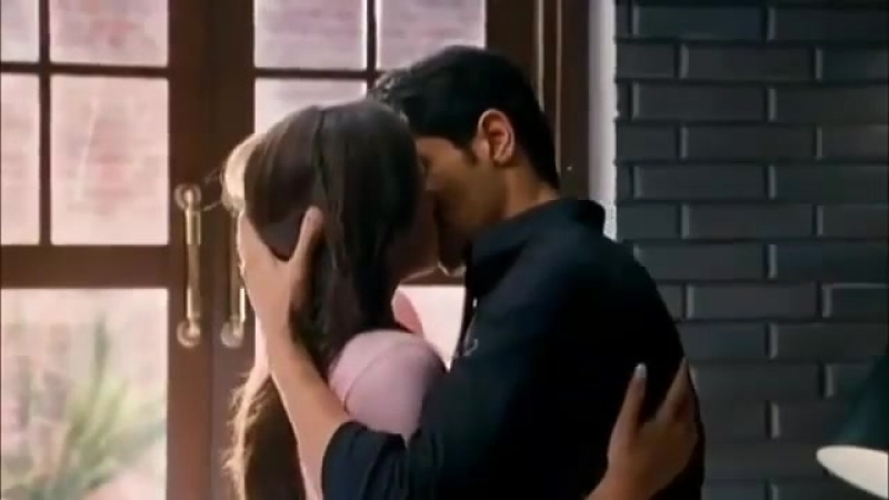 HOT Kissing videos Bollywood