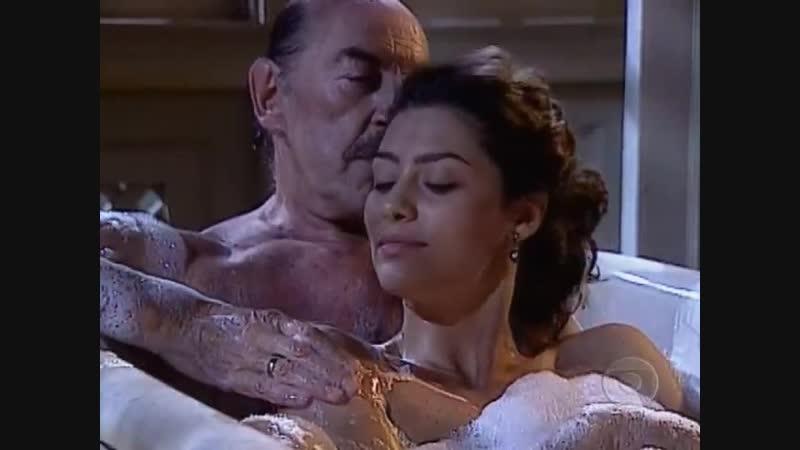 Terra Nostra: Francesco e Paola tomam banho de banheira