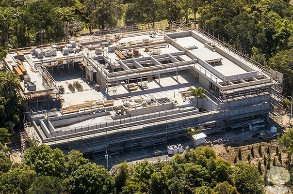 Крис Хемсворт и Эльза Патаки строят гигантский особняк размером с аэропорт