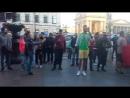 Уличный музыкант в Питере исполнил марокканский гимн для болельщиков