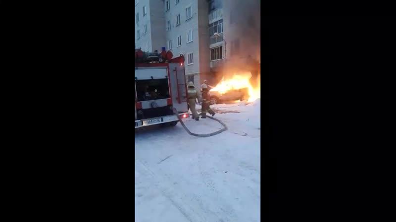 Полыхавший в Воронеже дорогой внедорожник едва не взорвался - Регион-36