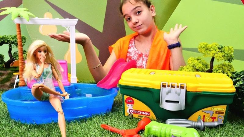 Barbie ve oyuncak havuzu. Tamirci Lara ile eğlenceli video!