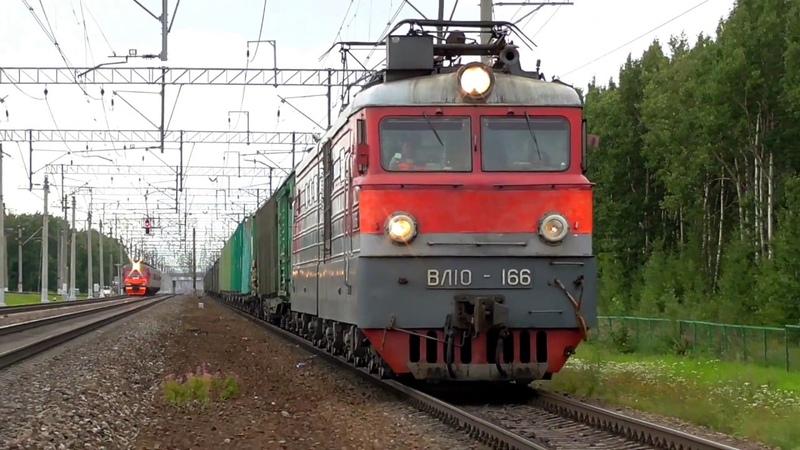 ВЛ10-166 с грузовым поездом подъезжает к станции Славянка