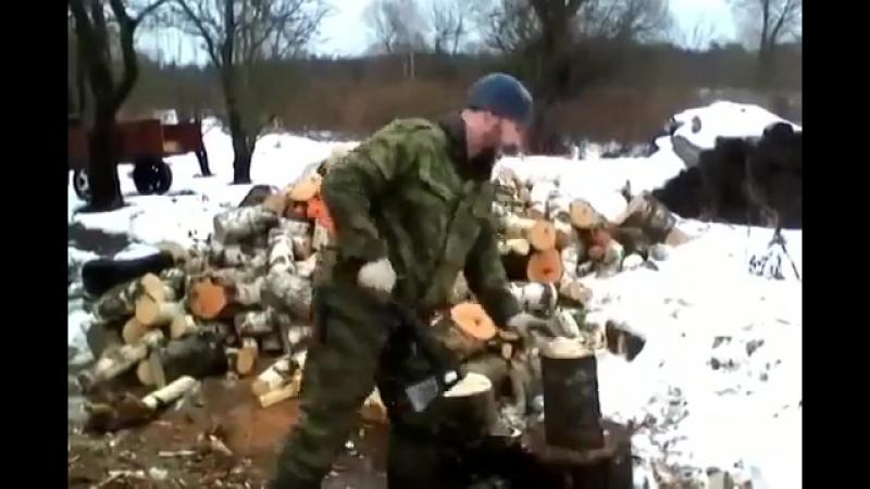 Быстрая колка дров с помощью покрышек - дачный лайфхак