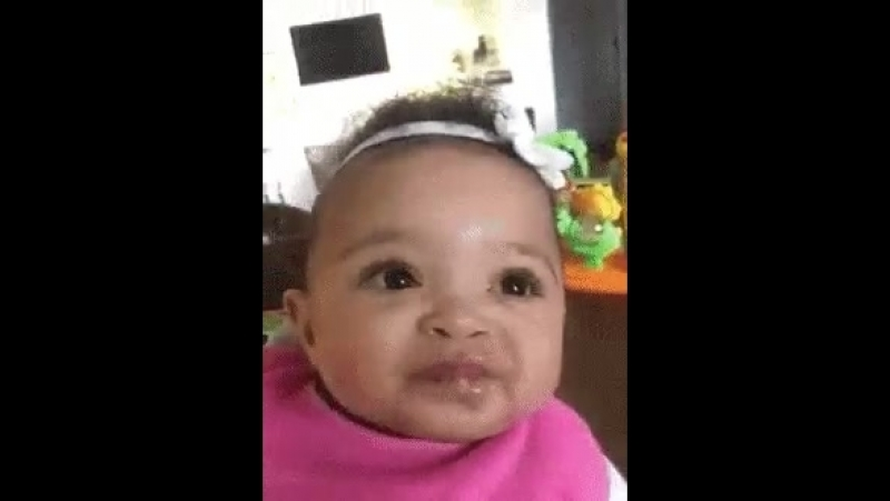 When @olympiaohanian tried bananas for the first time.... More like banan-NOPE!