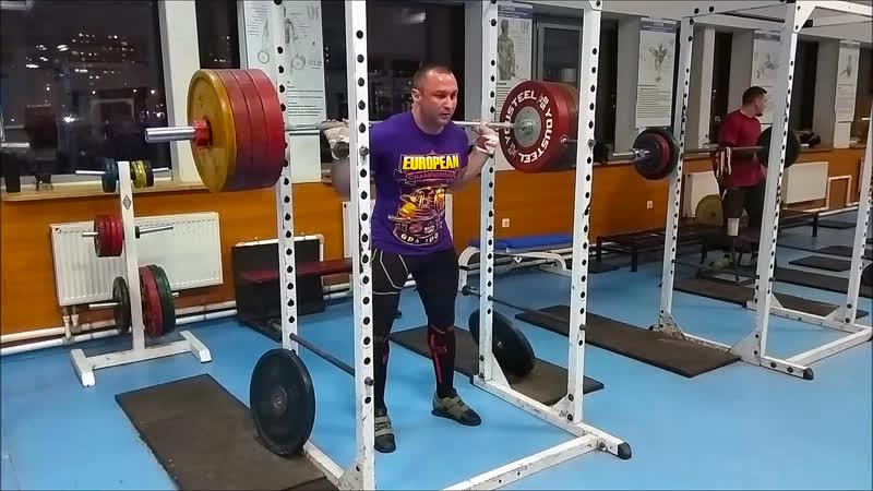 Приседания со штангой 220 кг и жим лёжа изолированный средним хватом 160 кг 19.11.2018 года.