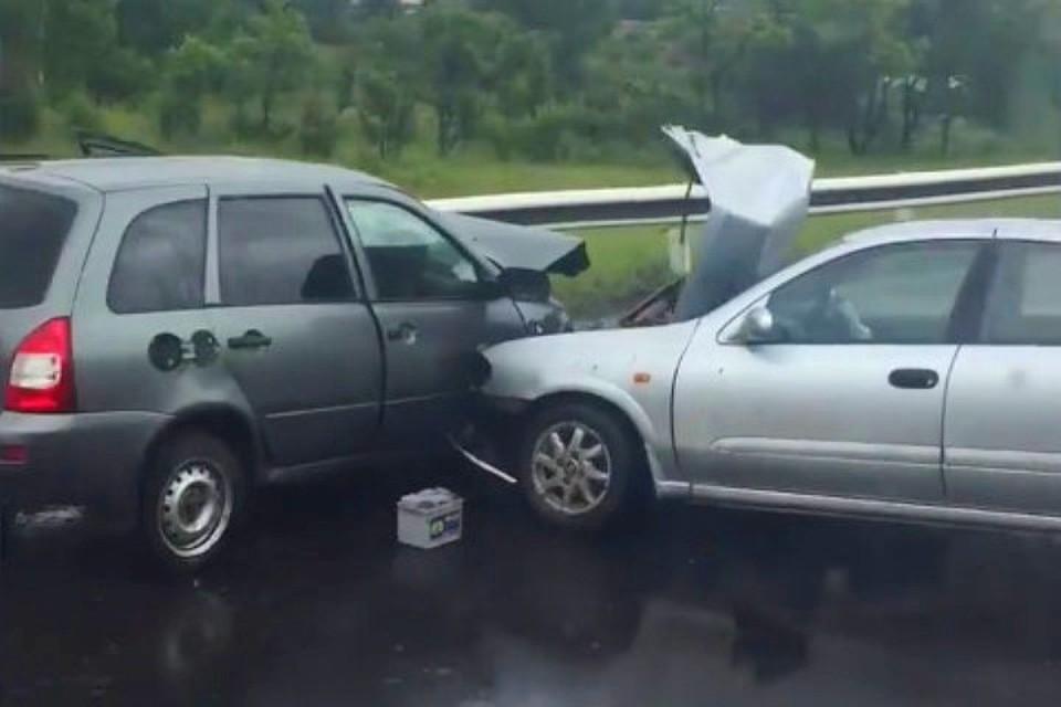 QE6p5kXeYNU - В Беловском районе в ДТП пострадало 5 человек Днем 28