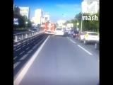 Неуправляемая пожарная машина протаранила несколько автомобилей, вставших в пробке в Москве.