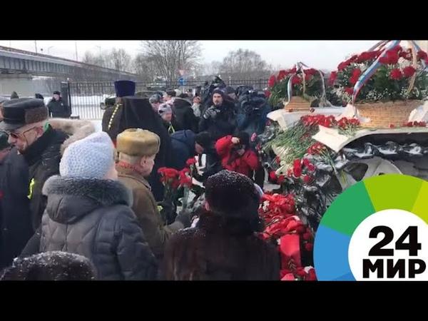 Петербуржцы почтили память жертв блокады Ленинграда - МИР 24