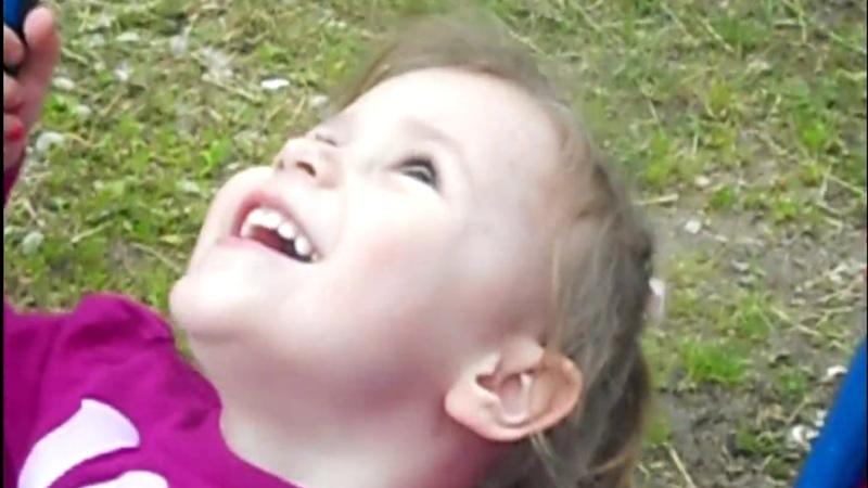 самый первый vlog. Идем гулять по детским площадкам. Часть 1.