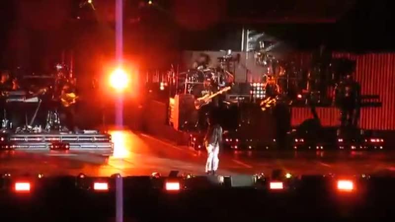 Eminem feat. Rihanna - Love The Way You Lie (Live at Metlife Stadium)