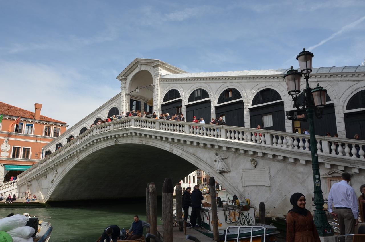 aiUXQqUb70Q Венеция — один из самых романтичных уголков мира.