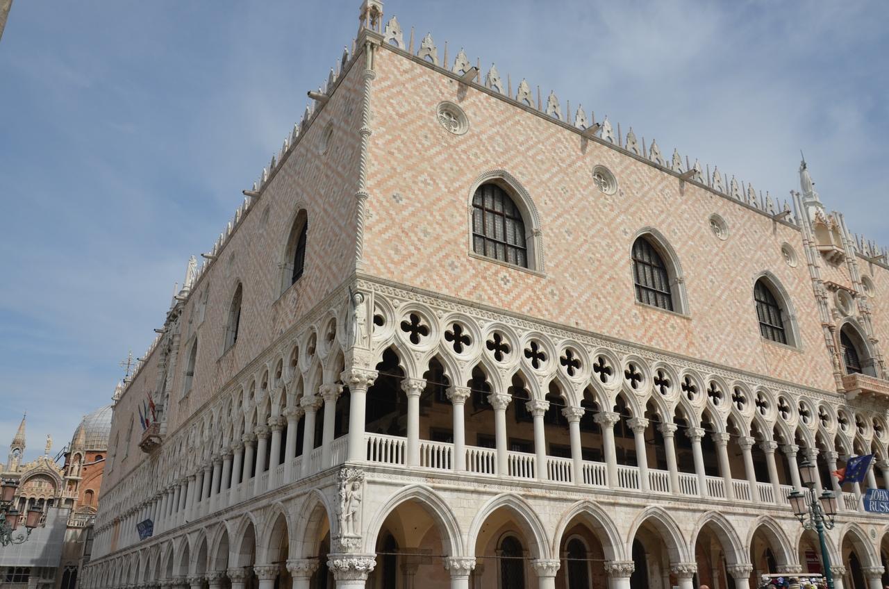 9KlRtU5HnUY Венеция — один из самых романтичных уголков мира.