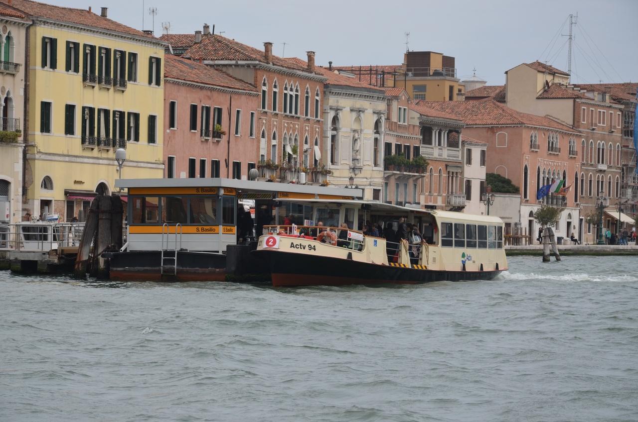 0vLi08uWQOM Венеция — один из самых романтичных уголков мира.