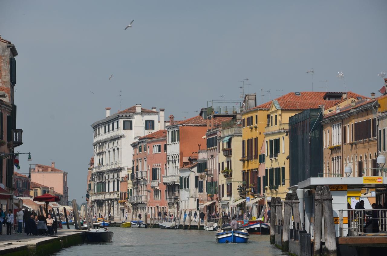 Aq8fWxSsK-o Венеция — один из самых романтичных уголков мира.