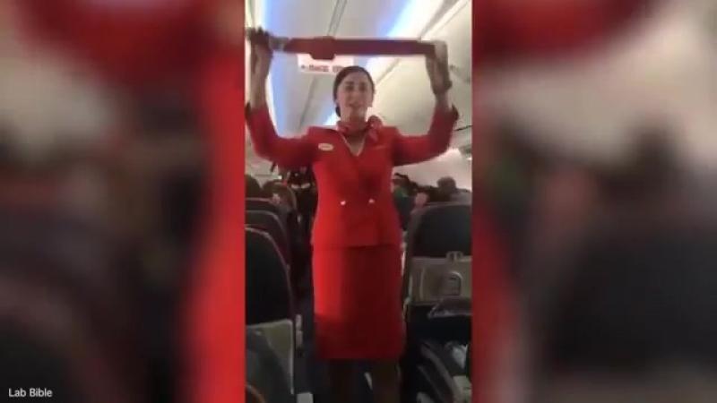Сорвали стюардессе выступление)