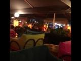 Мармарис отжигает🍹🎸🎸🕪🕪🎁🎉🎉⛱🖒🖒🖒Улица баров работает в штатном режиме, всегда динамично, весело и зажигательно! Рекомендую для моло