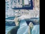 Интересный бассейн с прозрачным дном на крыше на небоскреба Market Square Tower в Техасе