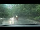 Мы едем под проливным дождем по горной дороге Перед нами мотоциклист Словакия