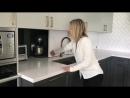 Кухня с выдвижными дверями для хранения бытовой техники🔌. Это отличная современная кухня 😎