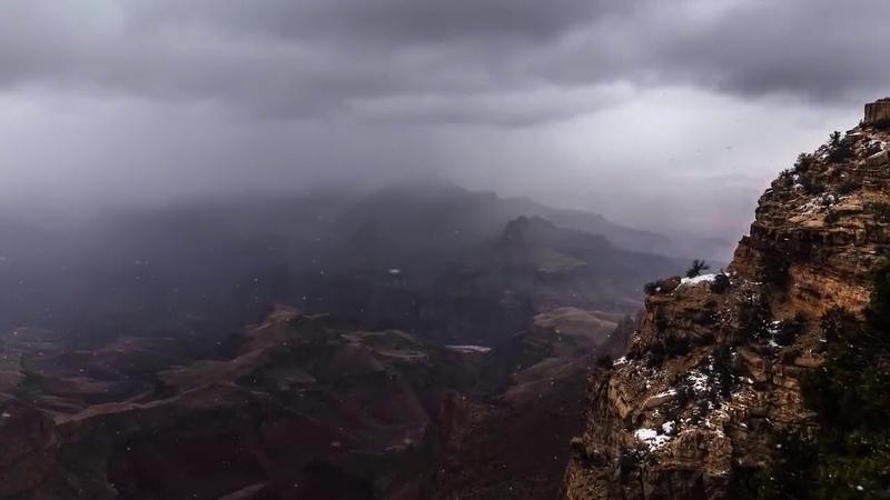 Большой Каньон заполненный облаками
