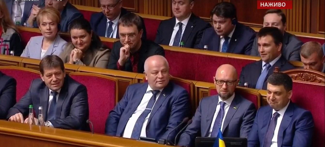 Зеленский прямо с трибуны «наехал» на Гройсмана при всех депутатах и зарубежных президентах