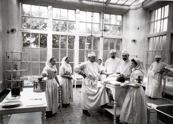 """""""...Сестрами милосердия до революции были в основном аристократки."""