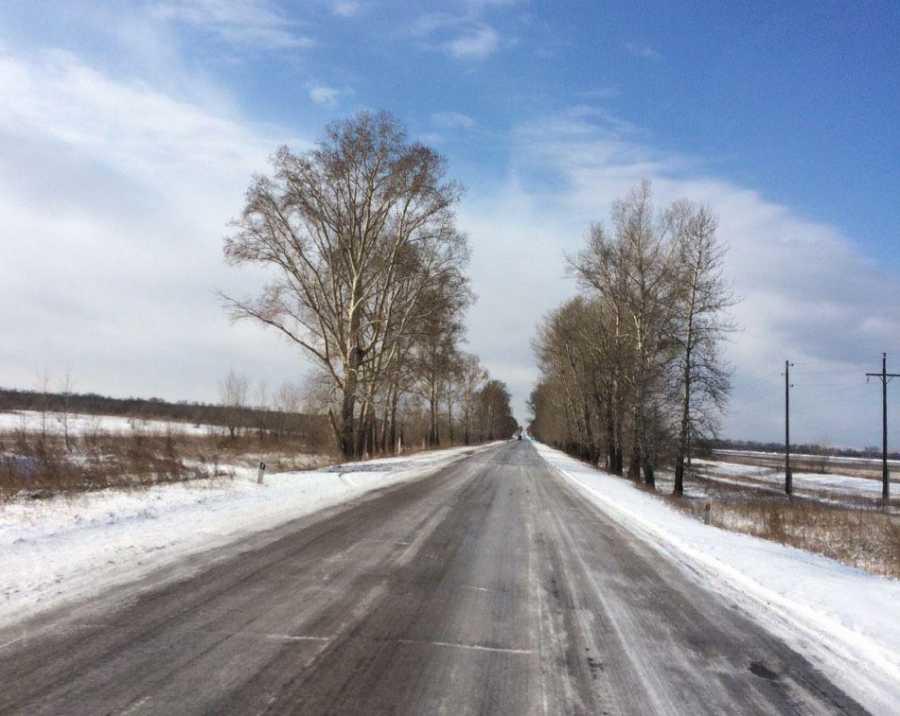 Дороги Хакасии замело снегом и сковало льдом