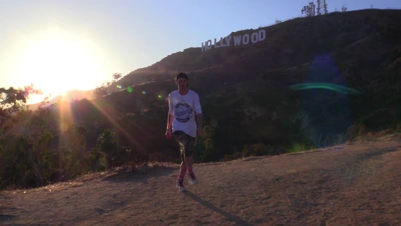 DENIS Hollywood Hills Nick Jonas Bacon