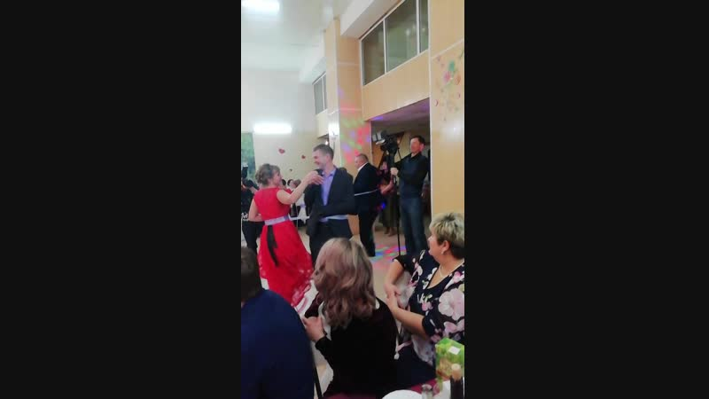 Танец ПОЦЕЛУЕВ! Родители и молодые
