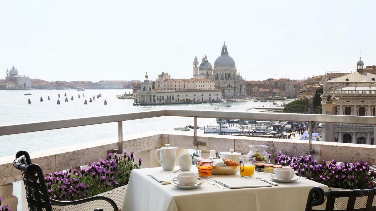 wQiDqWWMR_w Венеция — один из самых романтичных уголков мира.